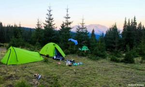 Испытание палатки Trimm Alfa D (справа) в Карпатах